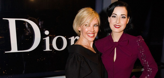 Kylie z Ditą Von Teese na pokazie najnowszej kolekcji Diora 14 maja, fot. Mat Szwajkos  /Getty Images/Flash Press Media