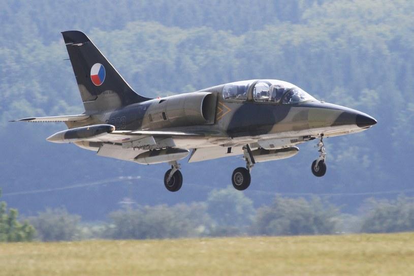 L-159 w trakcie lądowania w bazie wojskowej nieopodal Brna /RADEK MICA /AFP