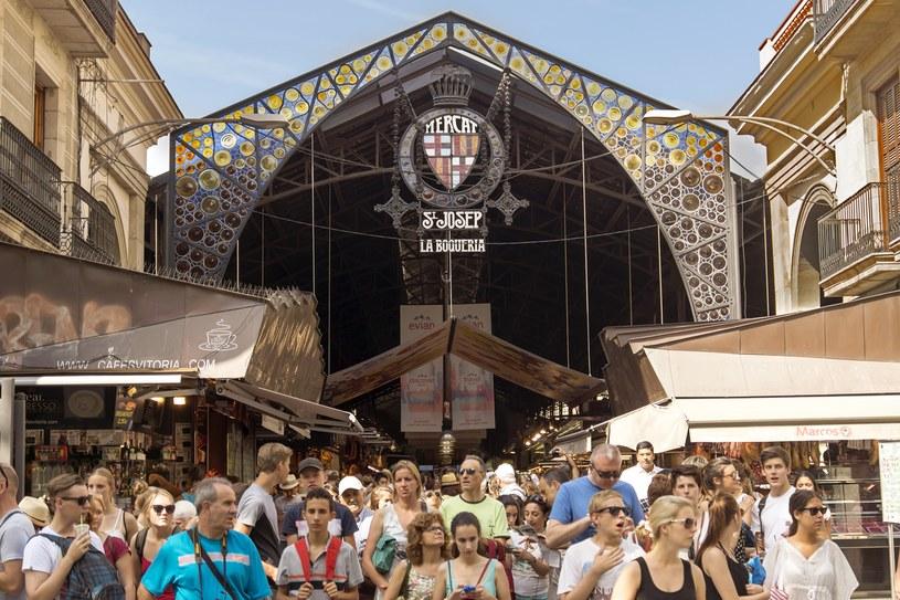 La Boqueria – wejście do słynnego targu w mieście /123RF/PICSEL