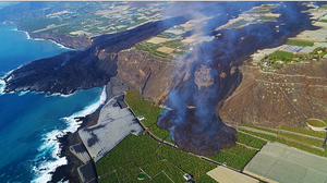 La Palma. To zdjęcie robi wrażenie. Wybuch wulkanu zmienia wyspę