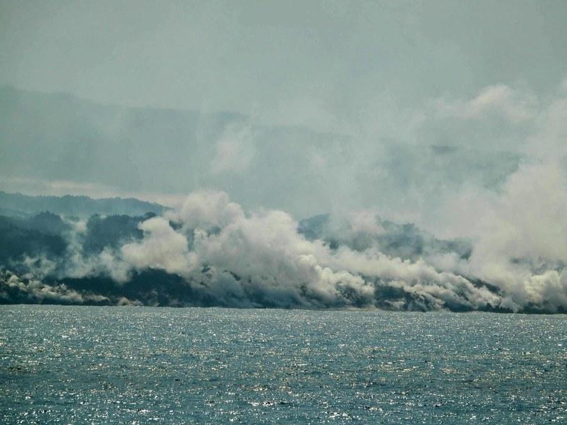 La Palma. Wyspa się powiększa. Lawa dotarła do oceanu /AFP
