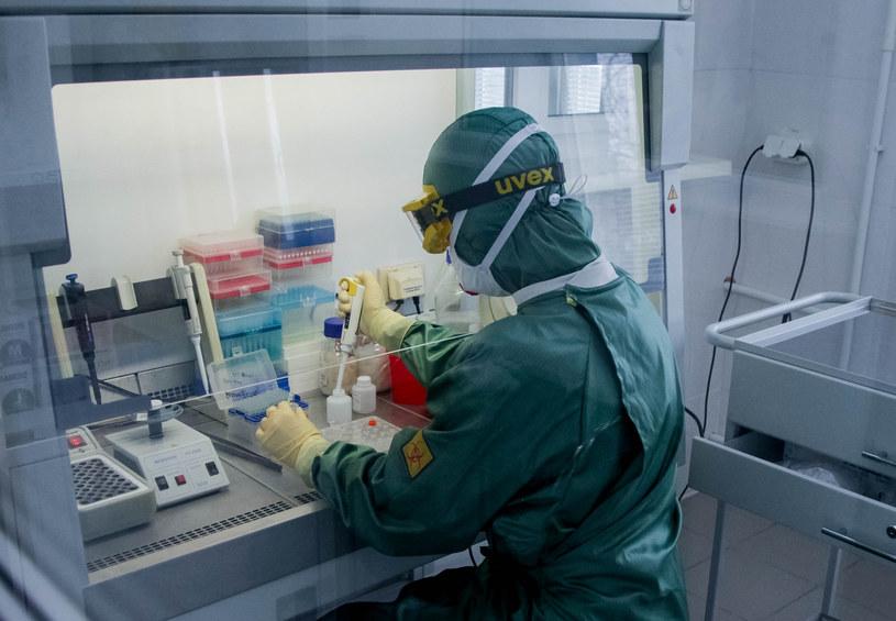 Laboratorium w Omsku, w którym opracowany został test pozwalający wykryć u pacjenta zakażenie koronawirusem /Yevgeny Sofiychuk /Agencja FORUM