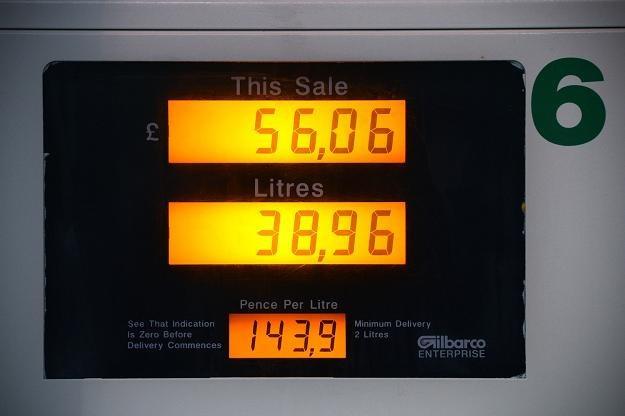 Labourzyści chcą przełożenia podwyżki podatku paliwowego /AFP
