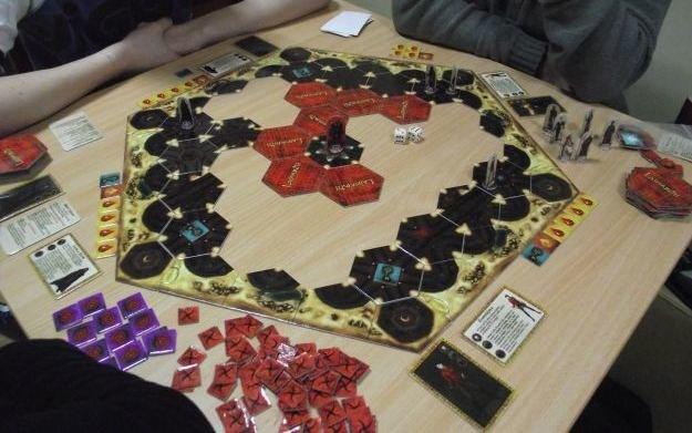 Labyrinth: The Paths of Destiny to przygodowo-strategiczna gra planszowa dla 2-6 osób /Informacja prasowa