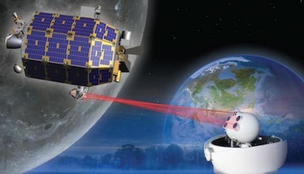 LADEE na wstępnej orbicie roboczej wokół Księżyca /Kosmonauta