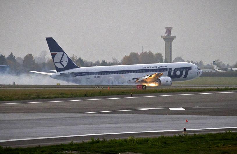 Lądowanie Boeinga 767 /AFP