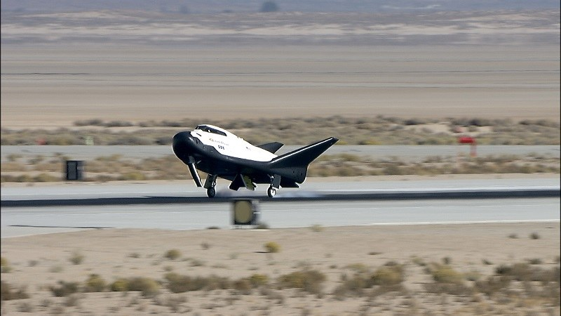 Lądowanie Dream Chasera w bazie Edwards /materiały prasowe