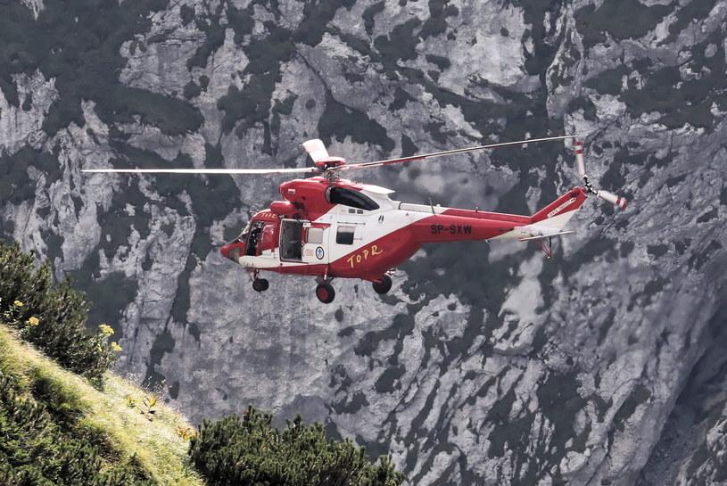 Lądowanie helikoptera TOPR w pobliżu jaskini Wielkiej Śnieżnej / Grzegorz Momot    /PAP