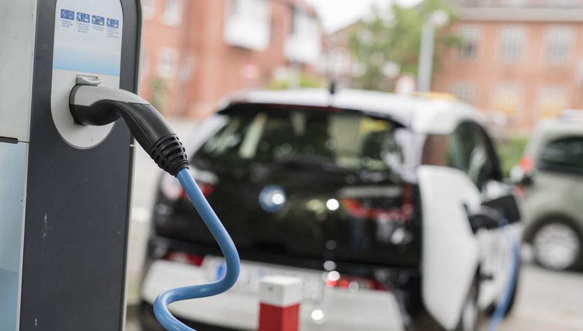 Ładowanie samochodu elektrycznego w pięć minut