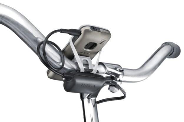 Ładowarka w rowerze - proste, ale bardzo skuteczne /materiały promocyjne