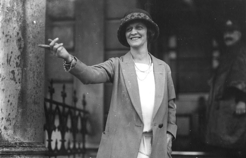 Lady Astor, jedna z celebrytek epoki, walczyła całe życie o prawa kobiet. Była także przeciwniczką używek takich jak alkohol /Getty Images