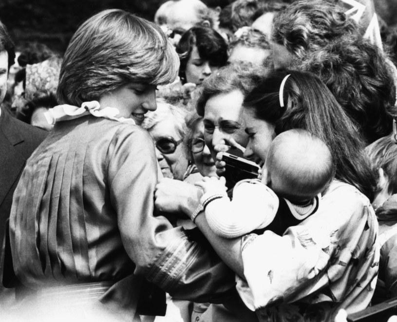 Lady Di wśród tłumu. Ludzie ją kochali /Graham Turner /Getty Images