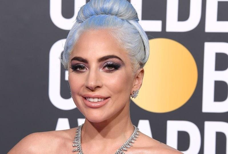 Lady Gaga na gali Złotych Globów w 2019 roku zaprezentowała się w niebieskich włosach / Steve Granitz / Contributor /Getty Images