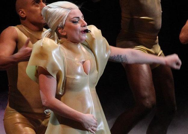 Lady Gaga przytyła ponad 12 kilogramów /Splashnews