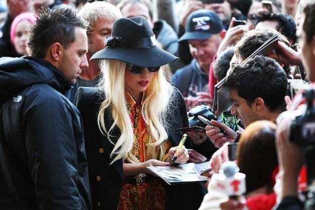 Lady Gaga w otoczeniu prawdziwych fanów fot. Graham Denholm /Getty Images/Flash Press Media