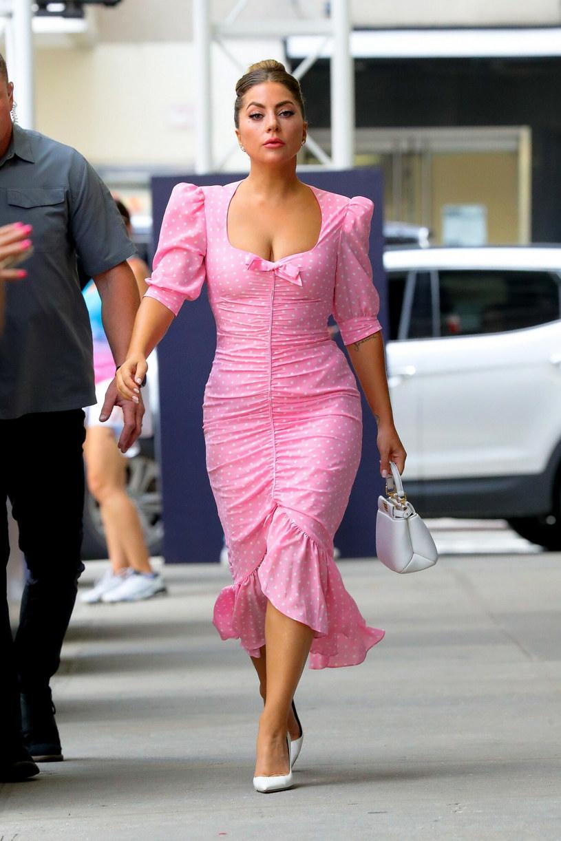 Lady Gaga w różowej sukience projektu Alessandy Rich /Felipe Ramales  /East News