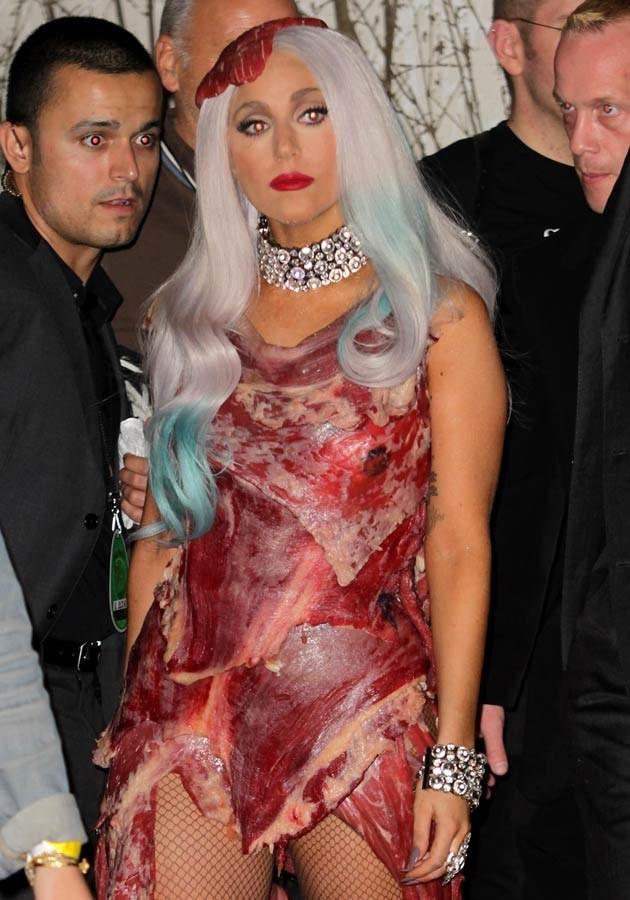 "Lady Gaga w słynnej już ""mięsnej"" kreacji, fot.Frederick M. Brown  /Getty Images/Flash Press Media"