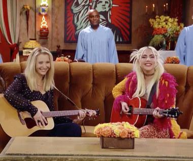 """Lady Gaga zaśpiewała kultową piosenkę w odcinku specjalnym """"Przyjaciół"""""""