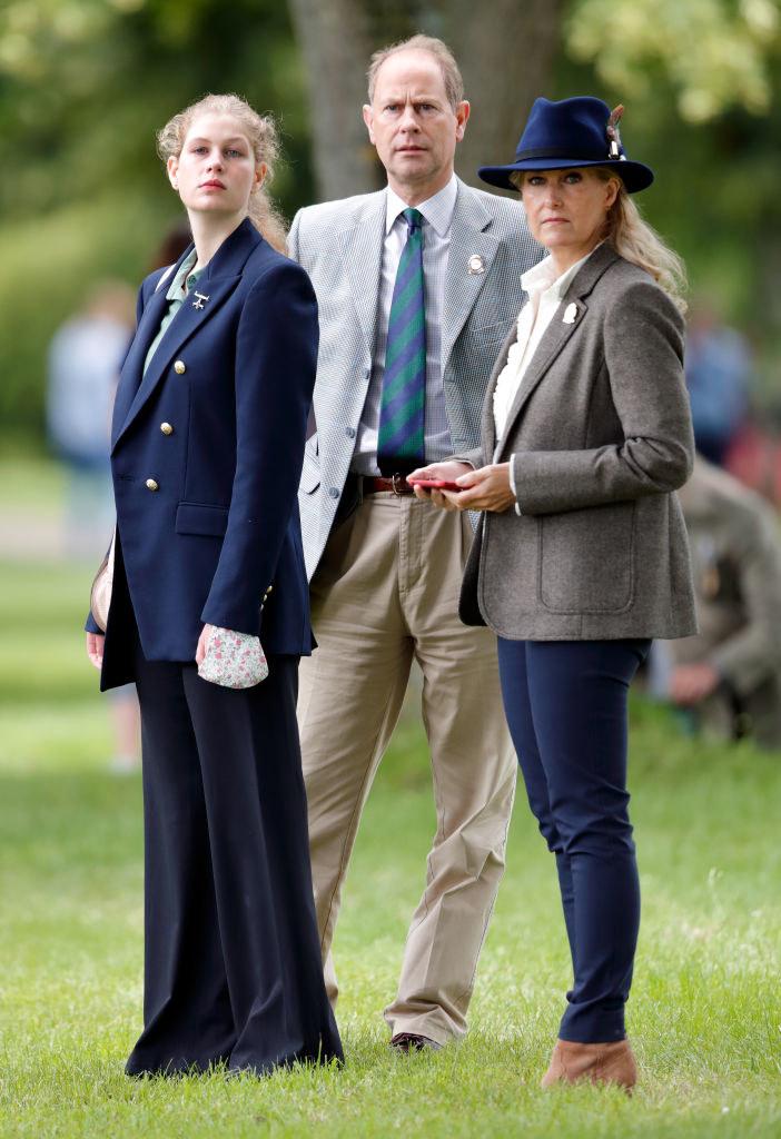 Lady Ludwika Windsor z rodzicami, księciem Edwardem i księżną Zofią /Max Mumby/Indigo
