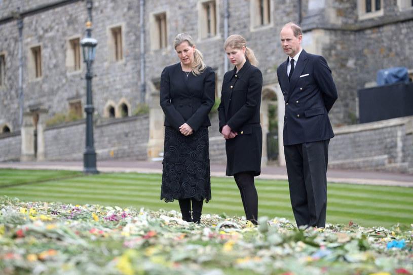 Lady Ludwika Windsor z rodzicami, księciem Edwardem i księżną Zofią /Steve Parsons - WPA Pool/Getty Images /Getty Images