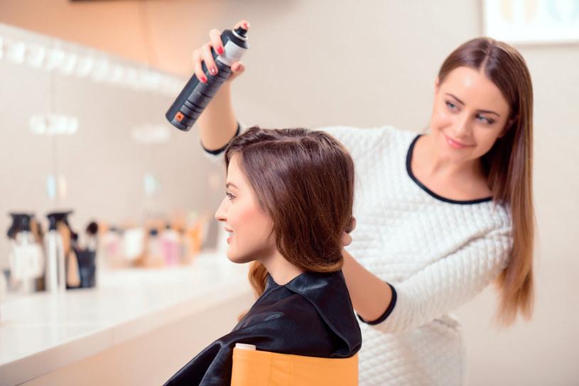 Lakier do włosów - nie tylko do stylizacji /materiały prasowe