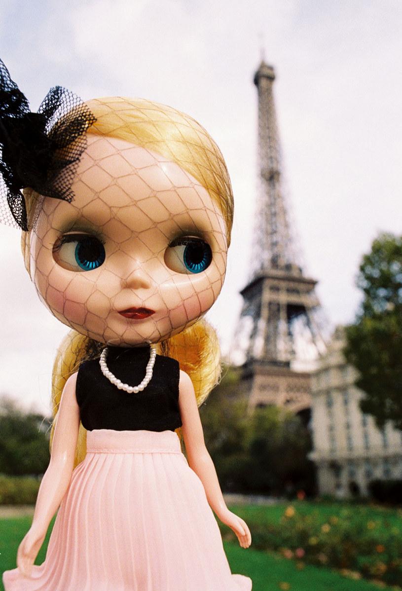 Lalka Blythe w stroju od Chanel /Twój Styl