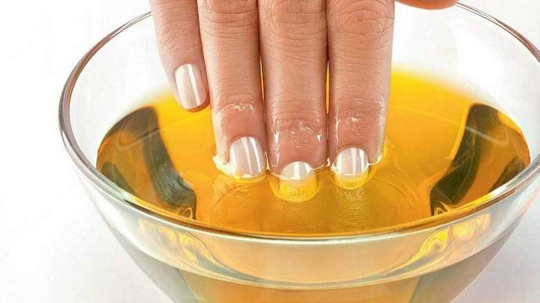 łamliwe paznokcie olejek /© Photogenica