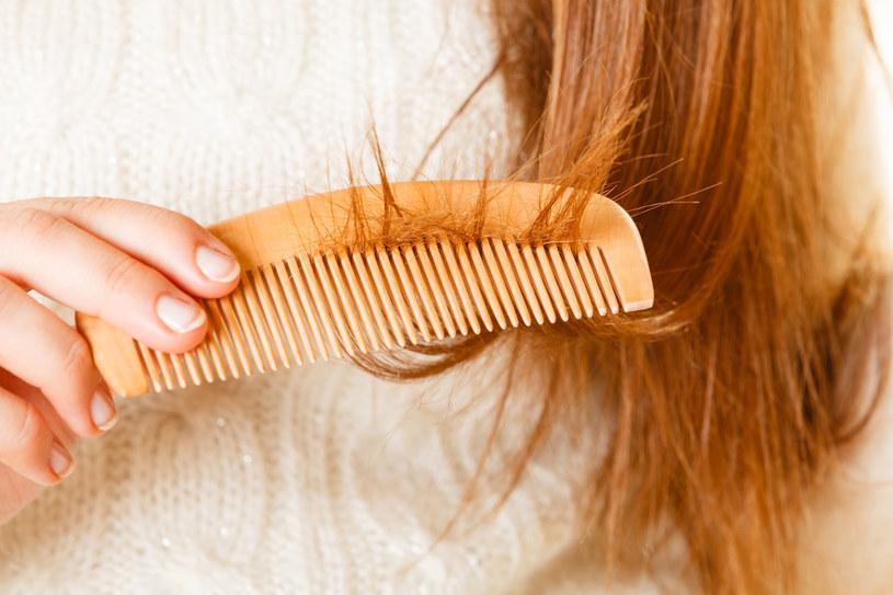 Łamliwe włosy /123RF/PICSEL