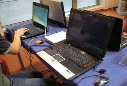 LAN party - 4 komputery (2x G1, 2x G2), na których można było pograć przez sieć w grę S.T.A.L.K.E.R. /PCArena.pl