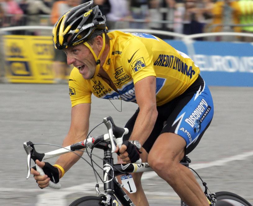 Lance Armstrong podczas Tour de France w 2005 roku /AFP