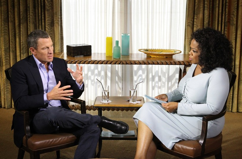 Lance Armstrong przyznał się do stosowania dopingu w wywiadzie jakiego udzielił słynnej dziennikarce telewizyjnej Oprze Winfrey /AFP