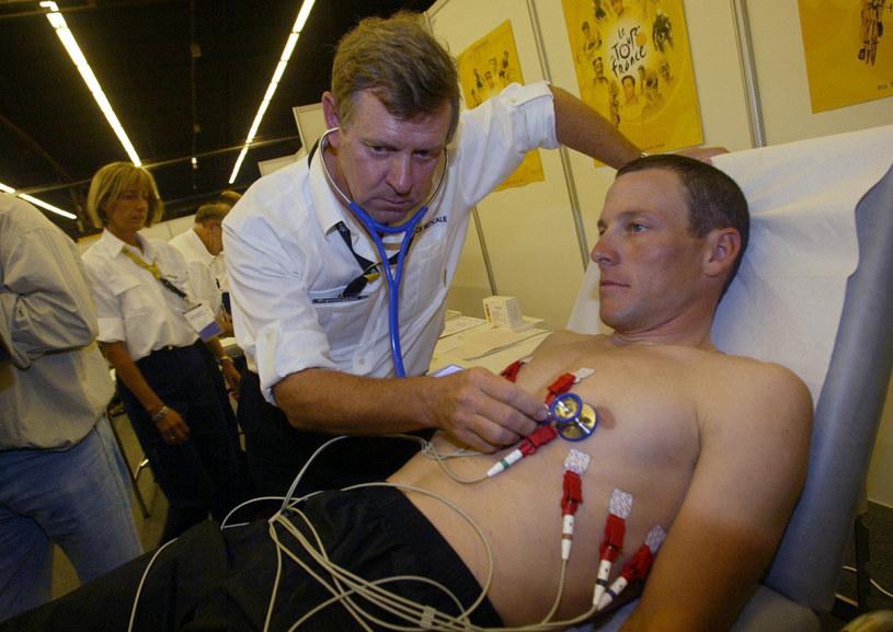 Lance Armstrong przyznał się do stosowania dopingu /AFP