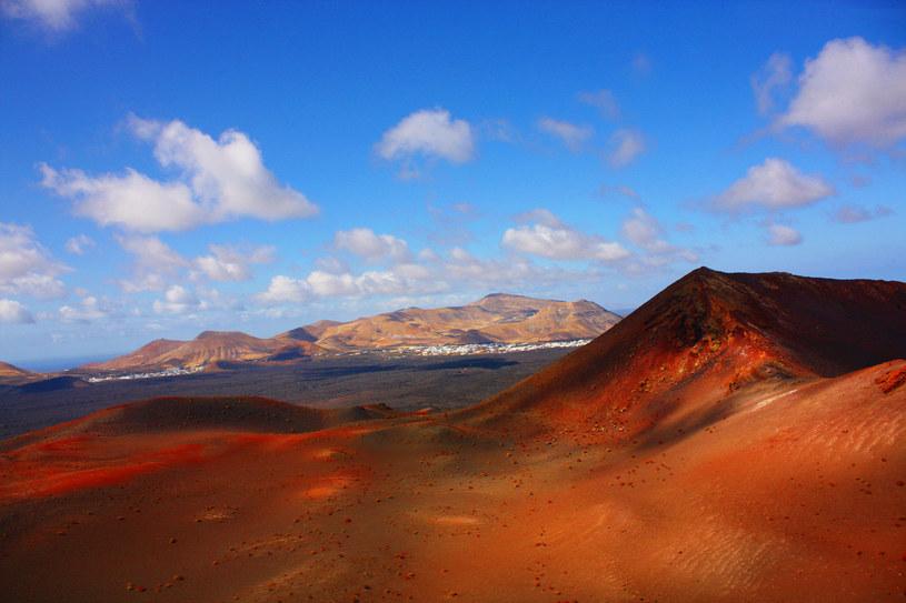 Lanzarote zaskakuje zestawieniem barw i faktur /123RF/PICSEL