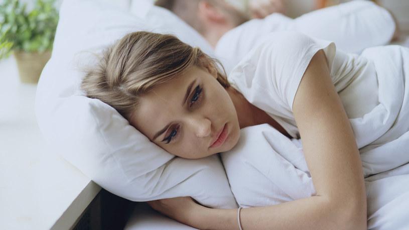 Łapanie za biust wbrew woli kobiety jest formą molestowania /123RF/PICSEL