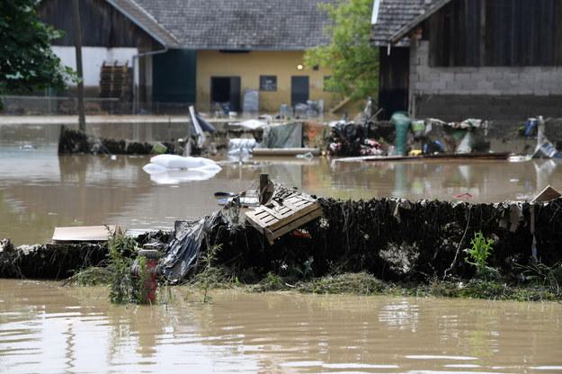 Łapanów: Ponad 70 gospodarstw podtopionych. Prezydent: Zwrócę się do premiera, aby przekazał tu środki