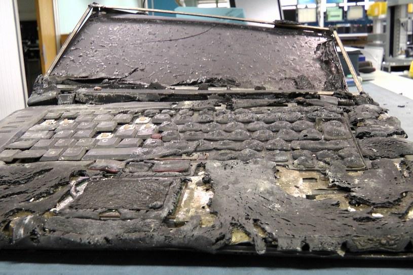 Laptop, który stał się areną walki dwóch żywiołów: ognia i wody /materiały prasowe