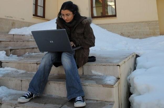 Laptop zimową porą to nie za dobry pomysł, ale stacjonarnego peceta na zewnątrz nie wyniesiemy /AFP