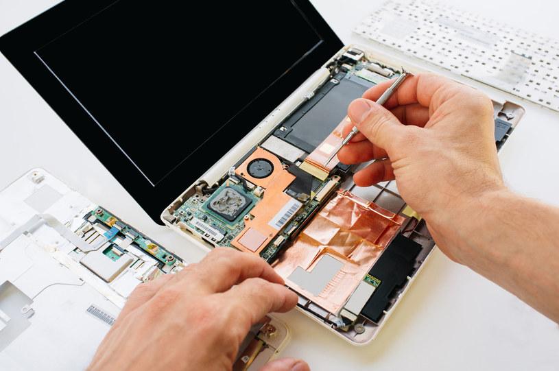 Laptopy naprawia się łatwiej dzisiaj, czy robiło się to łatwiej kiedyś? /123RF/PICSEL