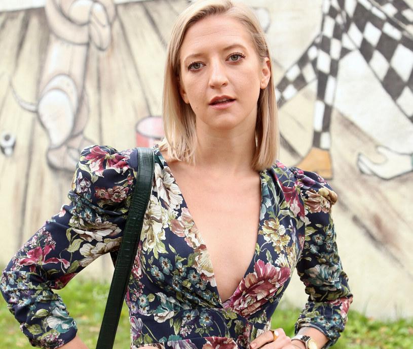 Lara Gessler uwielbia ubrania vintage, tą miłość stara się zaszczepić w małej córeczce /Mariusz Grzelak /Reporter