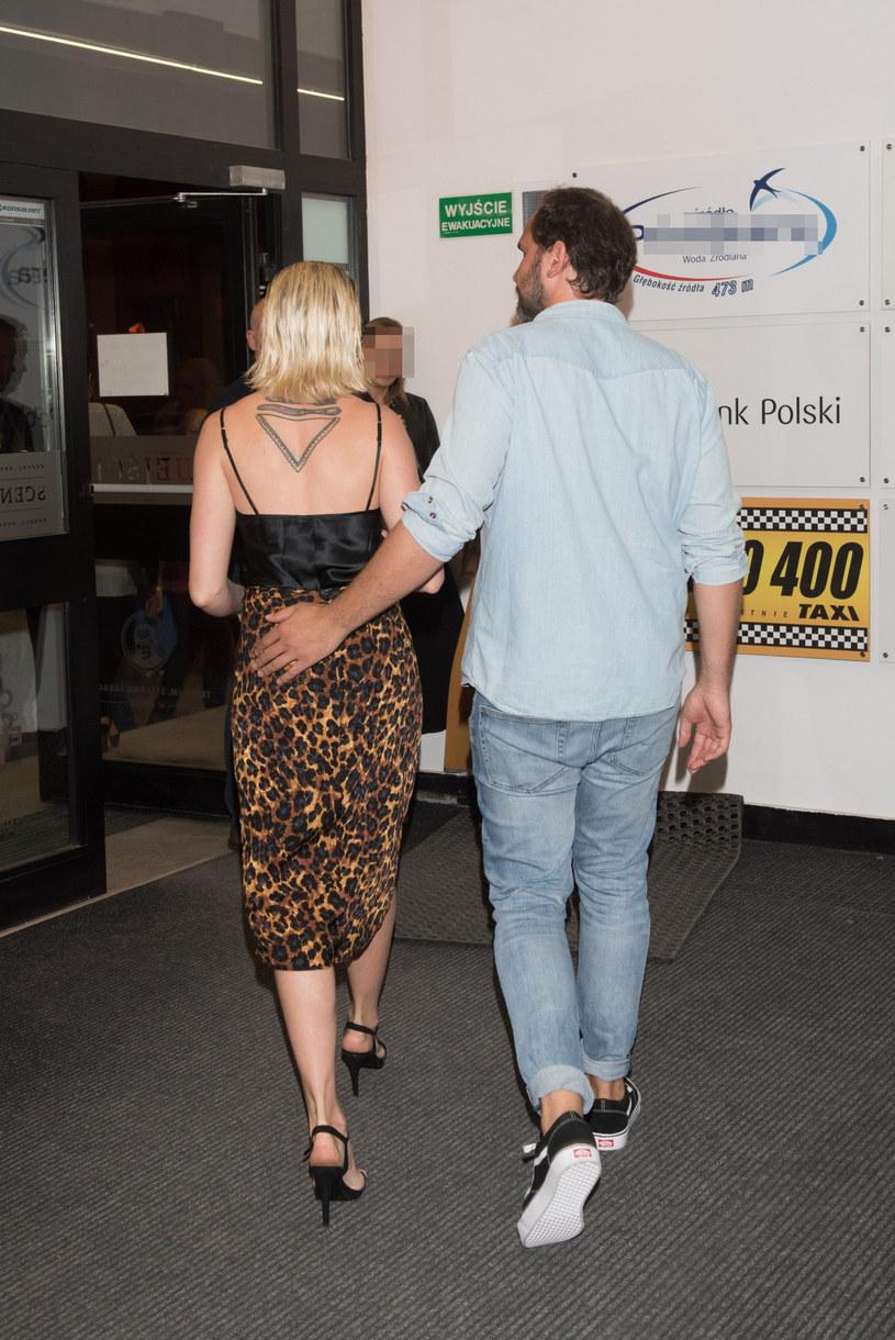 Lara i Piotr na każdym kroku okazują sobie czułość! /Piotr Fotek /Reporter