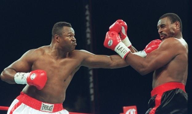 Larry Holmes (z lewej) zapracował na swój przyszły pomnik na ringu /Getty Images/Flash Press Media