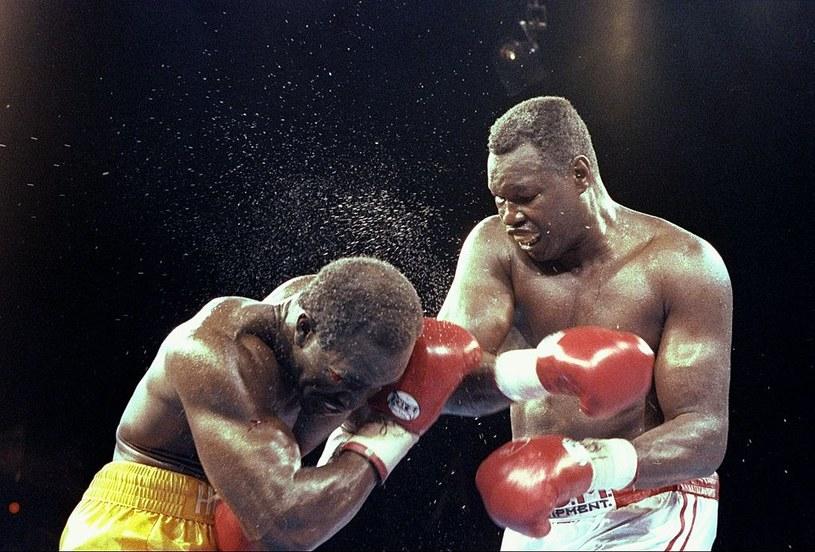 Larry Holmes (z prawej) w walce z Evanderem Holyfieldem /Getty Images