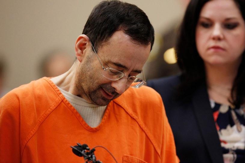 Larry Nassar został oskarżony o molestowanie seksualne przez aż 265 gimnastyczek! /JEFF KOWALSKY  /East News