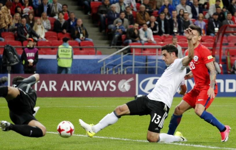 Lars Stindl strzela wyrównującego gola dla Niemców /PAP/EPA