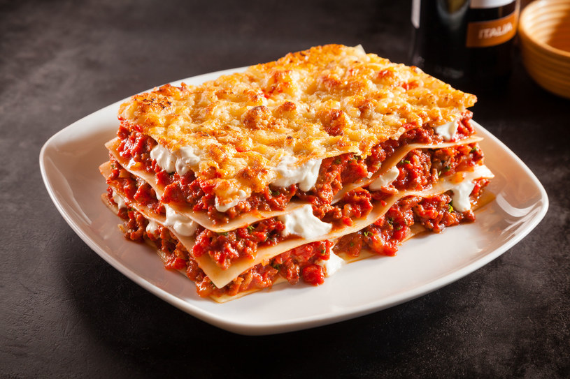 Lasagna z sosem pomidorowym /123RF/PICSEL