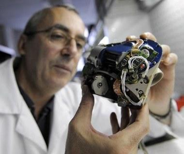 Laser naładuje baterie ludzkich implantów