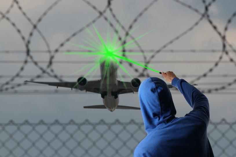 Laserowe wskaźniki emitowane z Ziemi nie uszkodzą wzroku pilotów /123RF/PICSEL