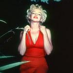 Lata 60. - dekada kształtnych piersi