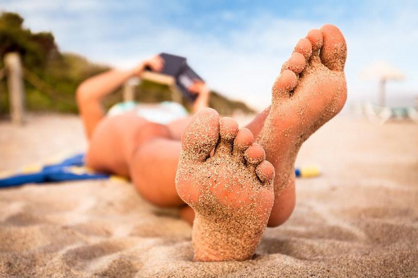 Latem, gdy czesto masz bose stopy, powinnać o nie szczególnie dbać /123RF/PICSEL