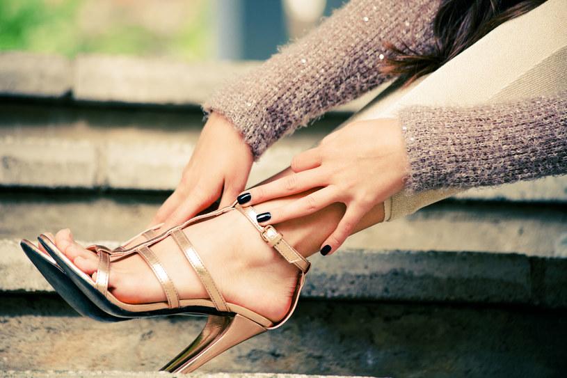 Latem stopy potrzebują więcej uwagi. Zadbaj o to, by były zdrowe /123RF/PICSEL